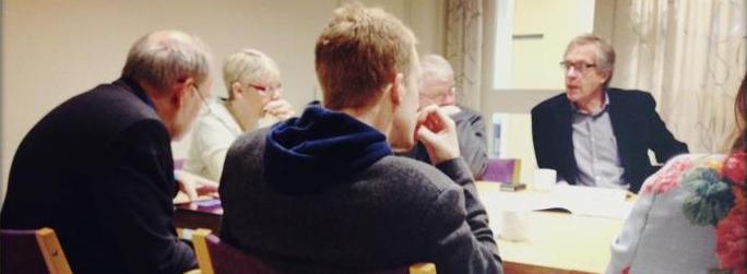 Bild: Ledamöter diskuterar
